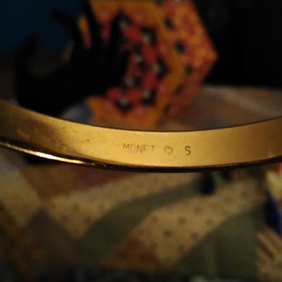 Monet gold bangle 🌺